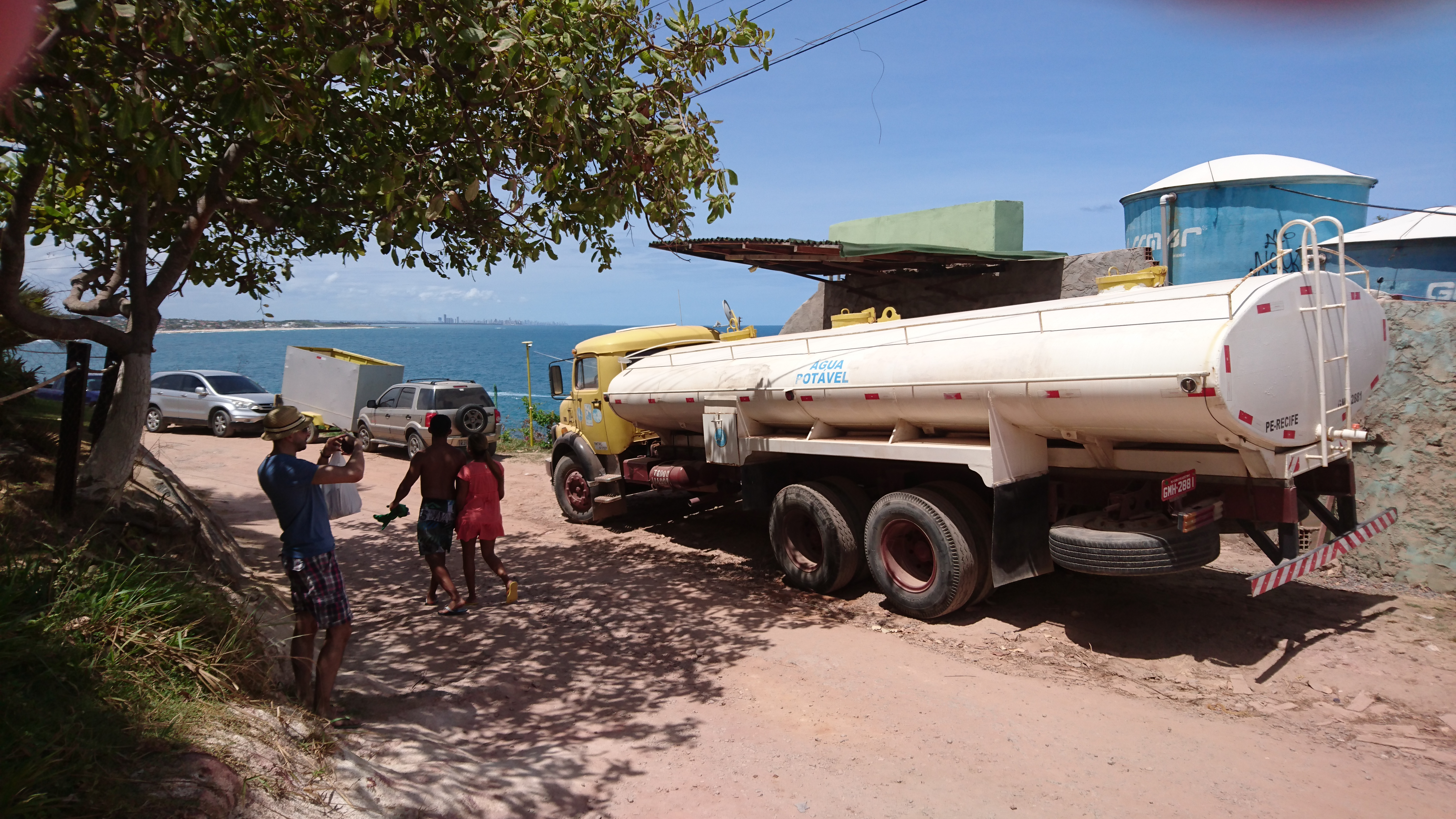 Water supply by truck in Brasil